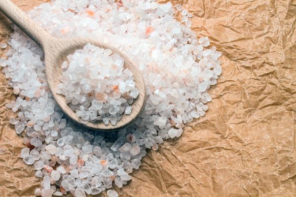 traeske med groft salt pa rynke
