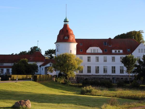 nordborg slot danmark ved solnedgang med