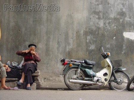 kvinde knallert mur facade vietnam strik
