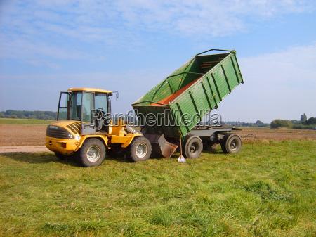 campo trigo remolque tractor pala semilla