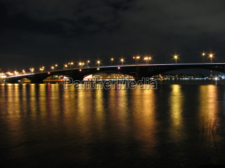 lys bro rhinen nat nattetid natteoptagelse