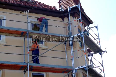 hus bygning maend mand handvaerker hjem