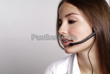 mujer con auriculares