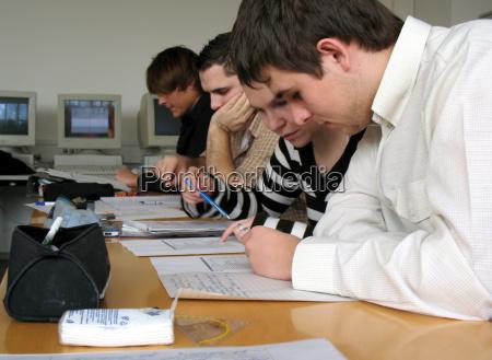 raekke rad elev laere erhvervsskole skole
