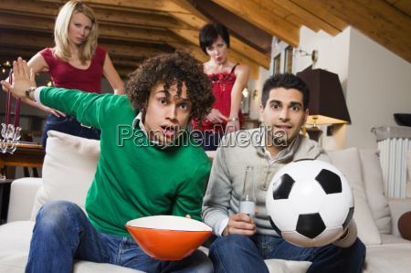fritid bal ser fjernsyn sport fodbold