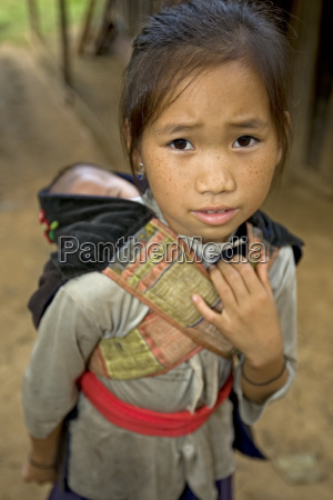hmong pige med bror laos
