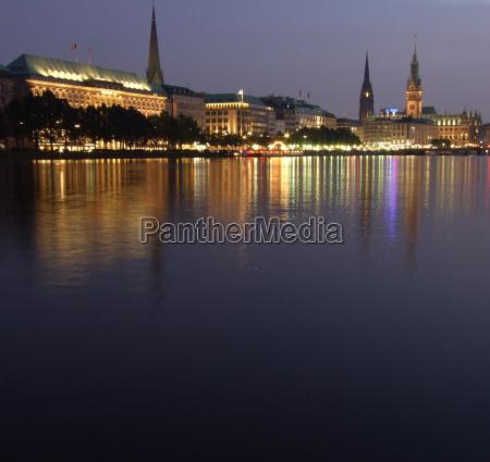 evening at jungfernstieg