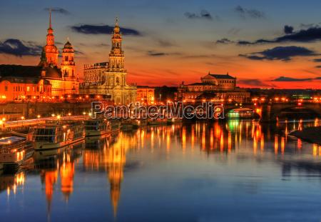 historisk by aften dresden elbe himmel