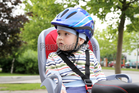 baby spaedbarn pattebarn hjelm cykel dreng