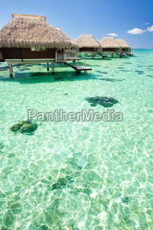 overwater bungalow med skridt ind lagoo