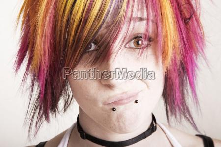 punk pige med farvestralende har