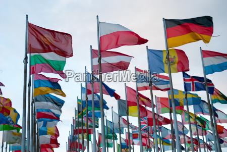statslige flags i vinden