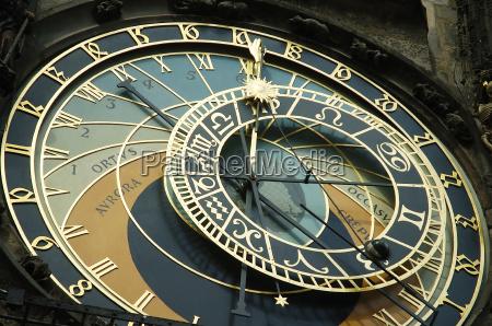 gamle vaeg ur med mane og