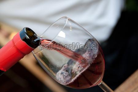 vin flaske med glas