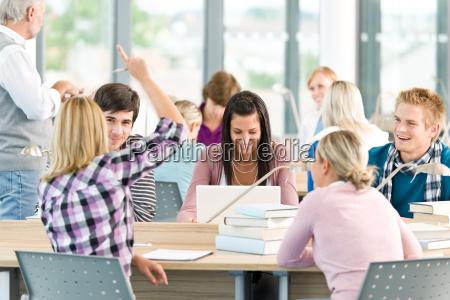 grupo de los estudiantes en el