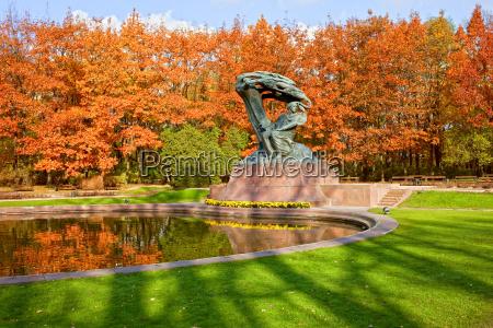 chopin monument i lazienki park