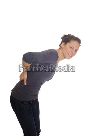 ung kvinde har rygsmerter