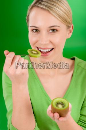 kvinde mad levnedsmiddel naeringsmiddel fodevare livsstil