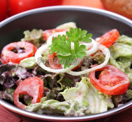 blad salat med tomat