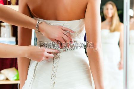 brud med en brude outfittere