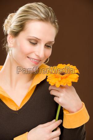 kvinde blomst plant plante romantisk holde