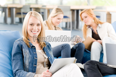 kvinde studerende universitet uddannelsesinstitution kostskole kollegium