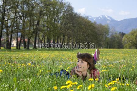 kvinde ligge liggende ligger forar var