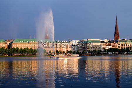 sommer sommerlig aften spejling gylden fontaene