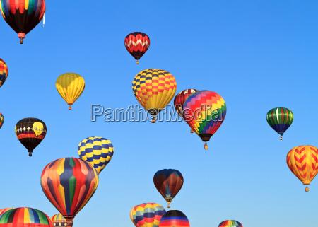 farverig varmluftsballoner