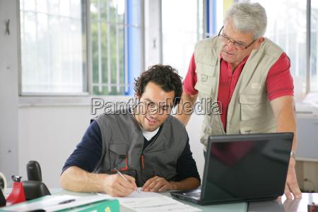 manuelle arbejdere der bestiller