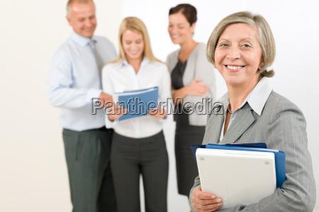 business team senior kvinde med glade