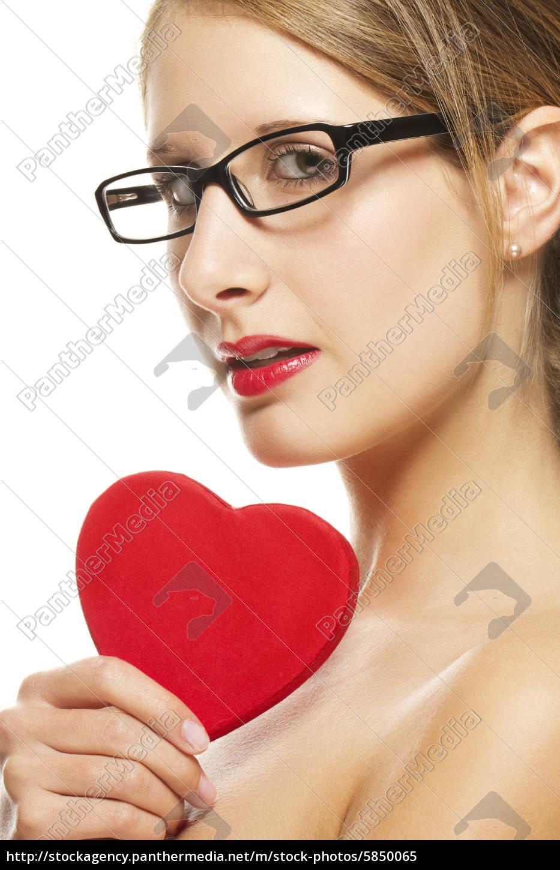 ung, kvinde, med, sorte, briller, holder - 5850065