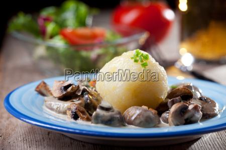 potato dumplings with mushroom sauce bavarian
