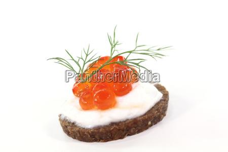 kaviar fuldkornsbrod pumpernickel dild