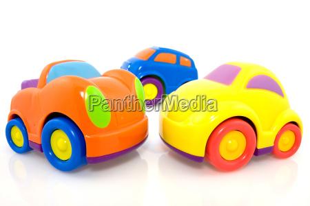 levende flerfarvede biler med refleksion pa