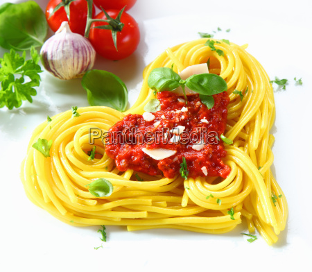 hjerteformet, pasta, og, tomat - 6495911