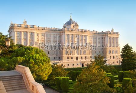 pomnik madryckiego palacio de oriente