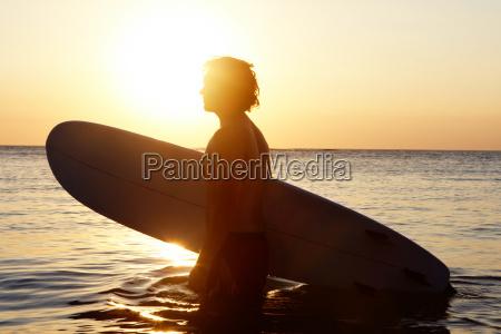 surfer i vand