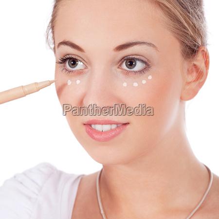 unge smukke kvinde ifort makeup i