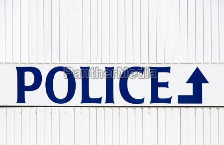 bla skilte england belgien politimand lille