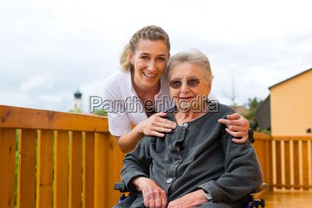 alder og pleje sygeplejerske og
