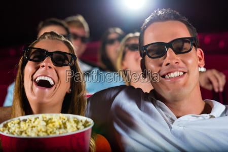 unge se en 3d film i