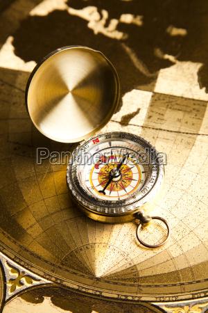 navigationsinstrument kort og kompas