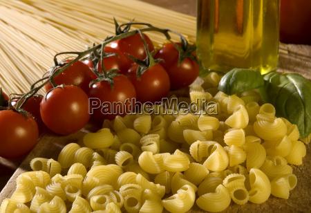 italiensk olivenolie cherry tomater tomater makaronivarer