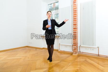 kobieta womane baba dom budowa mieszkania