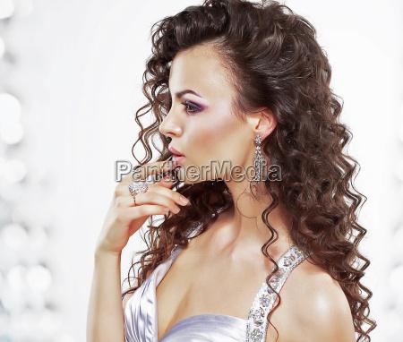 classy elegante kvinde med smykker