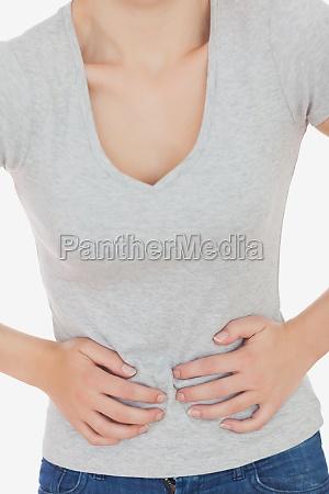 kvinde der lider af maven