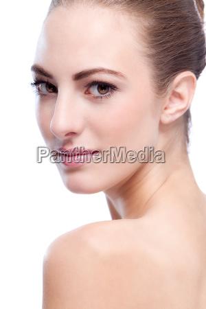 smuk ung kvinde med reiner haut