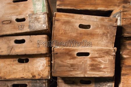 trae antik vinhost hosten antikke kasse