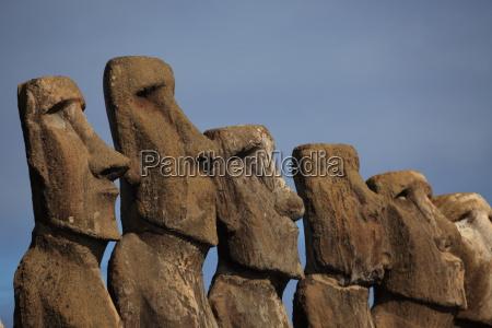 paskeo moai statue